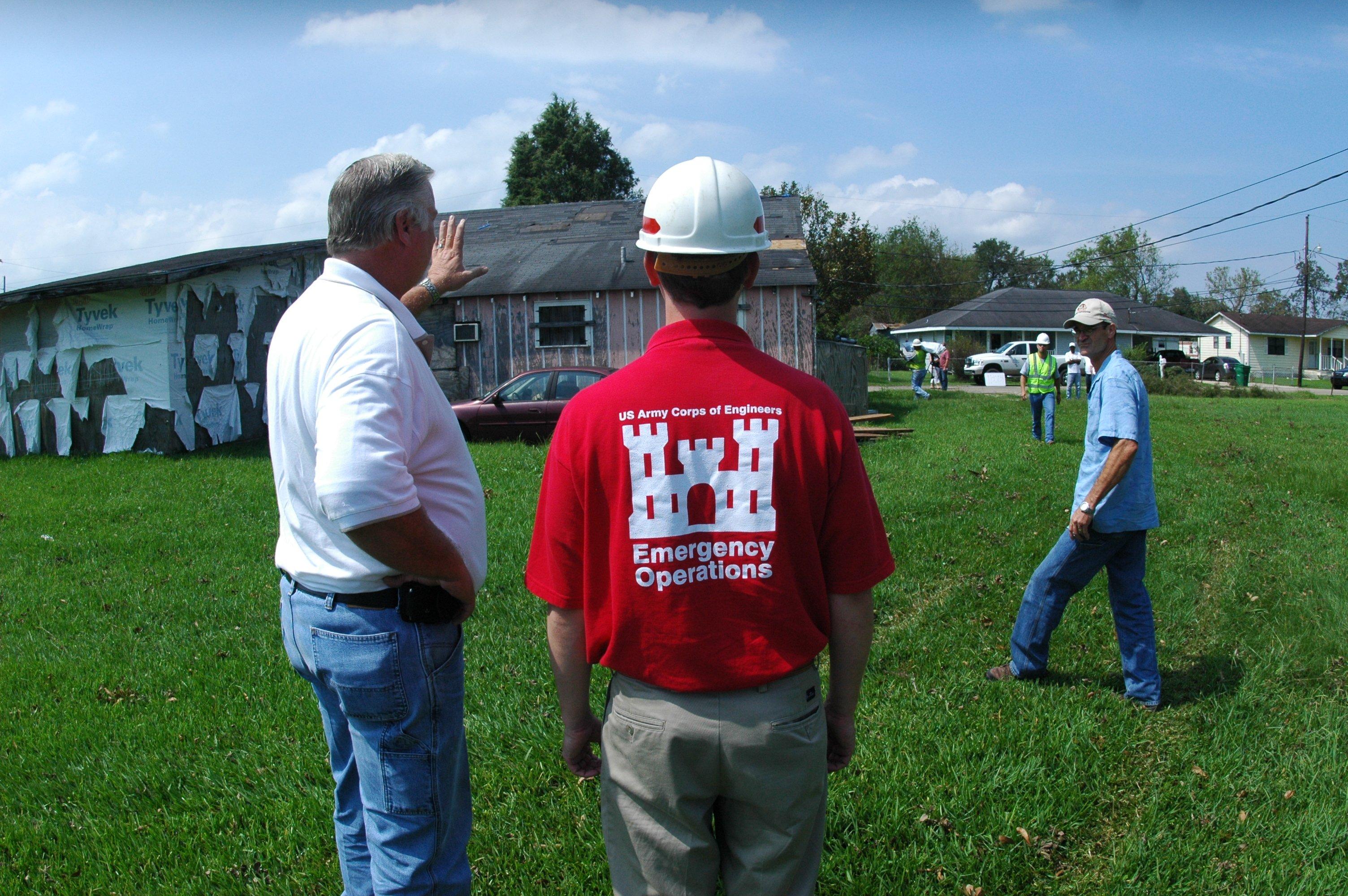 FEMA_-_38128_-_U_S_Army_Corps_of_Engineers_and_blue_tarp_contractor_in_Louisiana