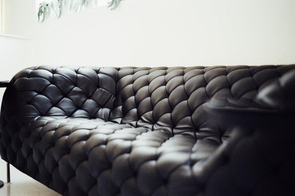 leather-furniture-living-room