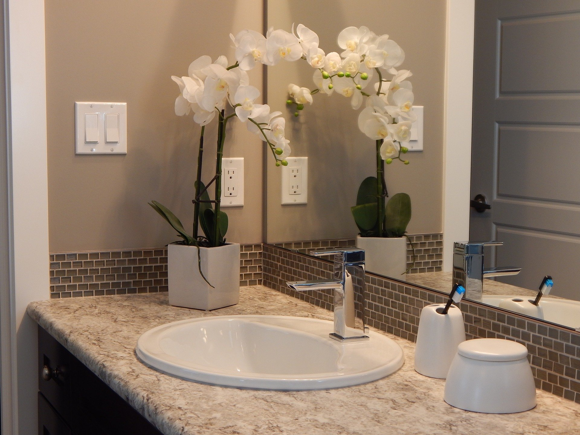 Tips on How to Spruce Up Your Small Bathroom 3
