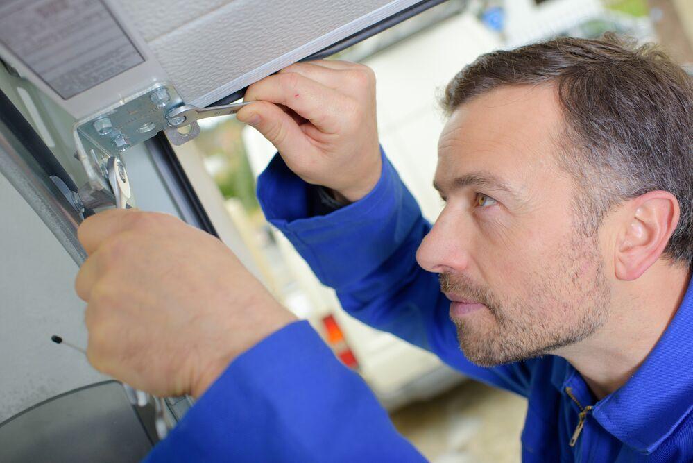 How to Choose the Best Garage Door Repair Company