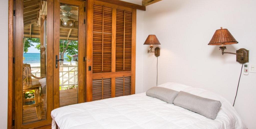 classic-white-bedroom